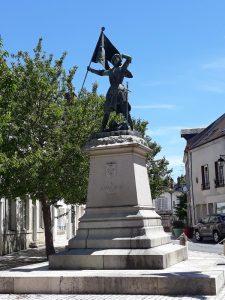 statue de Jeanne d'Arc sur la place du Martroy à Jargeau