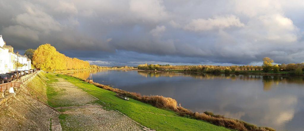 coucher de soleil à Châteauneuf-sur-Loire en automne