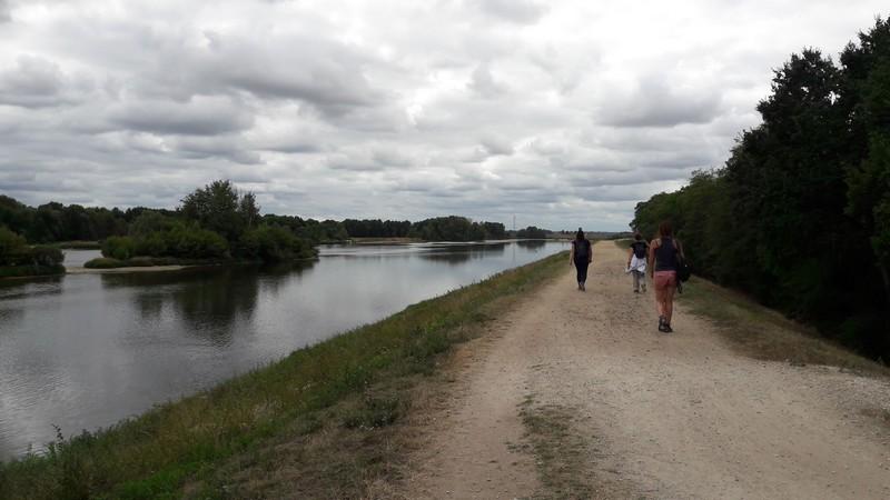 sur le circuit des deux ponts en partant de Châteauneuf-sur-Loire vers Saint-Denis-de-l'hôtel